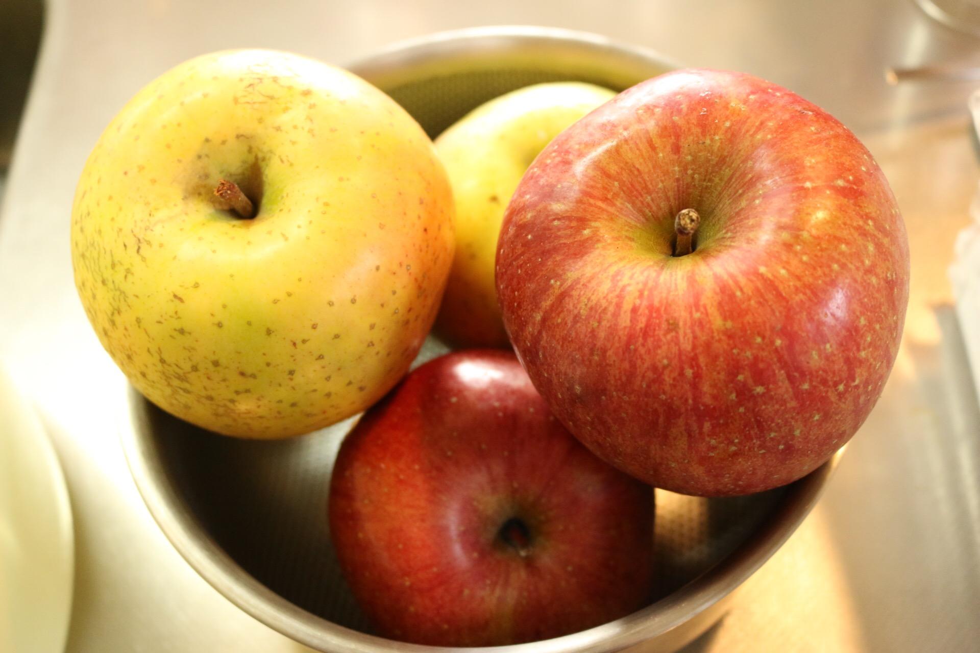 無農薬りんごのサンふじと王林です♪